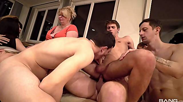Sharlotte loves banging with her bisexual friends on the couch