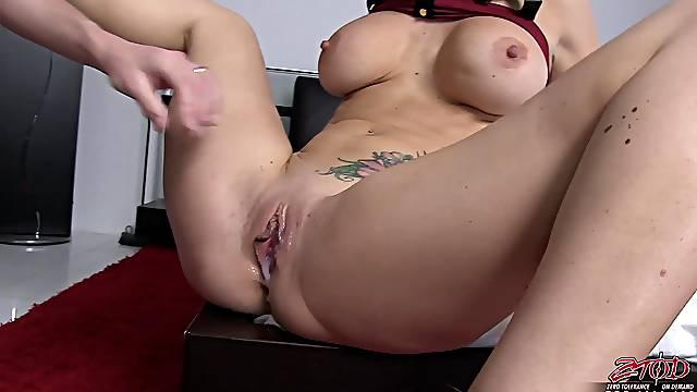 Naughty cougar Jayden Jaymes fingers her clit before having sex