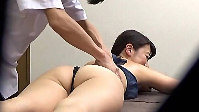 Massage leads to passionate sex with a Japanese amateur. HD