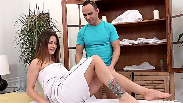 Horny chick Camilla Moon masturbates and gets fucked by a masseur