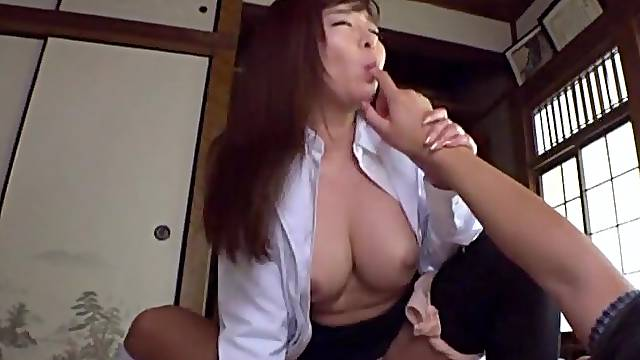 Sensual massage leads to a beautiful Japanese babe having sex