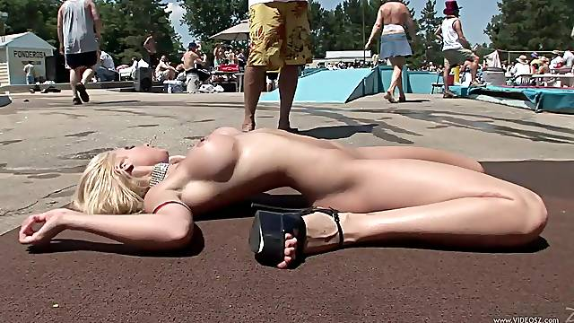 Glorious Cougars Go Wild In A Naked Contest Outdoors