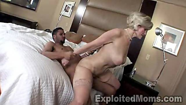 Mature Housewife gets filled w Black Cock