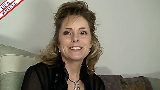 Pretty mature slut in a black blouse sucks dick sensually