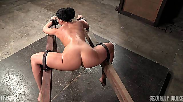 Slave head pulled screaming when tortured in BDSM porn