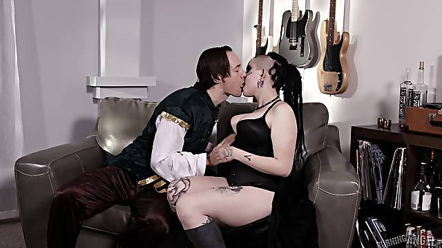 Hot goth girl Luna Lavey spreads her legs for a great shag