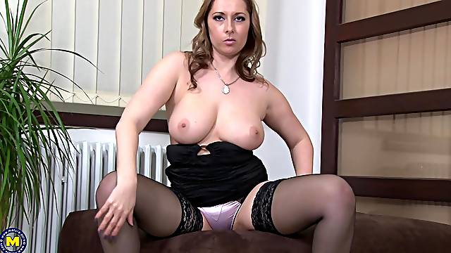 Busty blonde MILF Daria Glower exposes her tits and plays with them