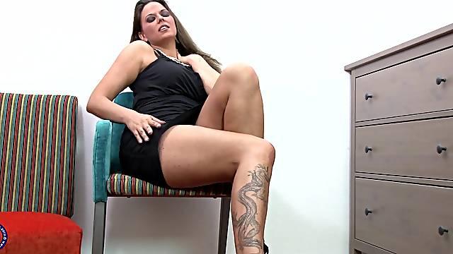 Mature tattooed brunette slut Simony Diamond fingers herself