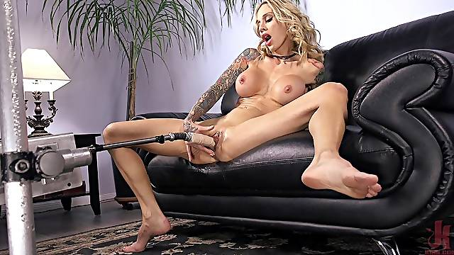 Slender blonde bombshell babe Sarah Jessie plays with a vibrator solo