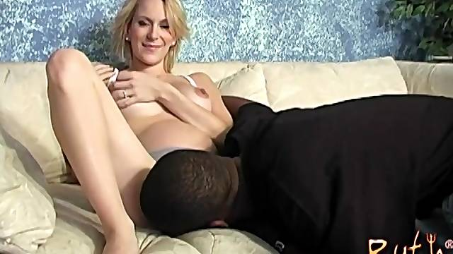 Pregnant babe Ruth Blackwell rides a black dick until getting a facial