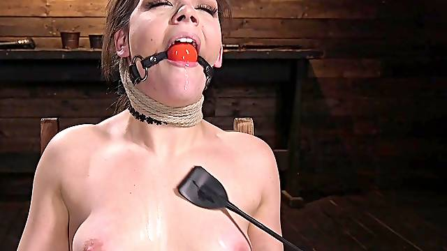 Kimber Woods is ready for new sex experience while she hangs