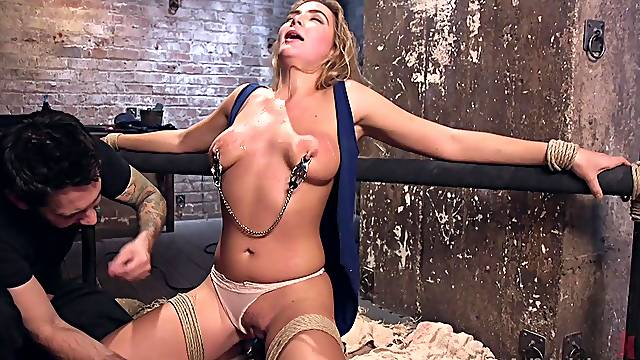 Spanking and a BDSM game are the favorite combination for Blair Williams