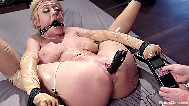 Busty babes Dee Williams and Lea Lexis playing with torture equipment