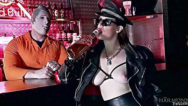 Samantha Bentley craves for nasty fuck with a handsome stranger