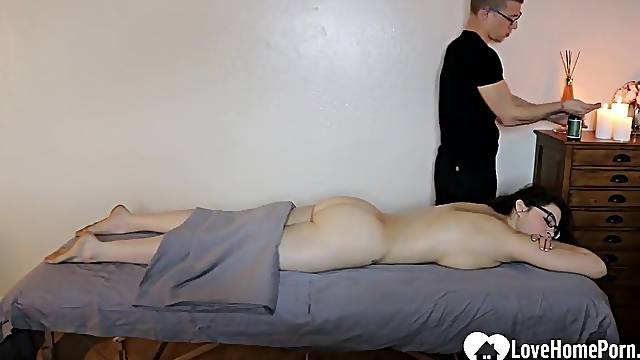 Horny big ass babe wanted masseur big cock in her cunt