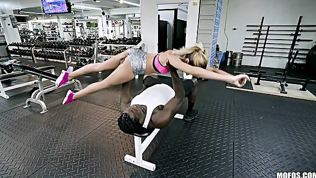 Sporty bomb Hime Marie enjoys sex at the gym with a horny trainer