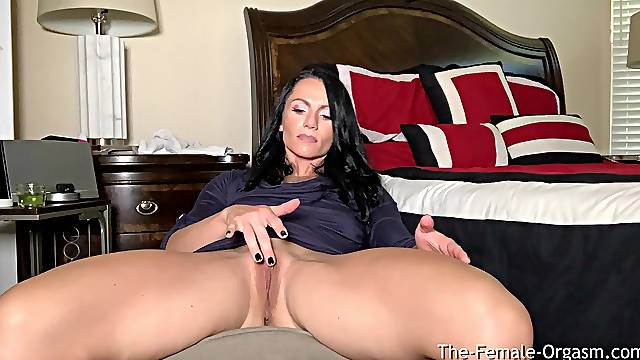 Giant Clit Big Lips Wet Pussy and Pulsating Orgasms