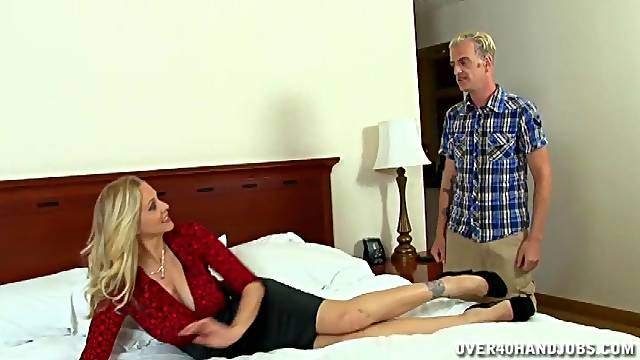 Horny mature Julia Ann invited over her lover to make him jizz