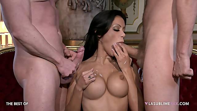 Hardcore threesome sex with classy wife Elena Grimaldi in stockings