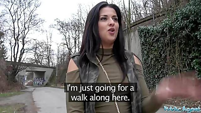 Outdoor sex for Serbian beauty