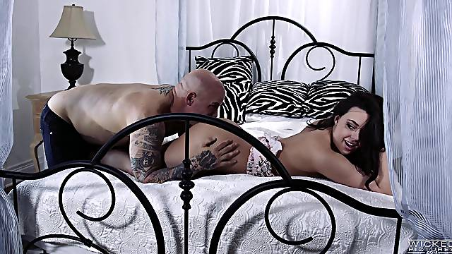 Natural tits Whitney Wright enjoys having nice sex in doggystyle
