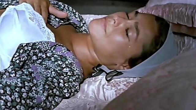 Hulya Avsar masturbates in bed