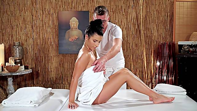 Nelly Kent massaged by an expert and fucked by his large cock