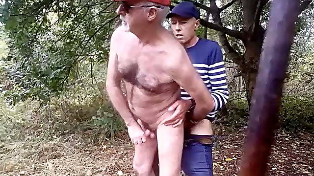 I suck and get my ass fucked like a wood slut