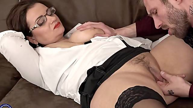 Mother-in-law teaches son-in-law to give pleasure
