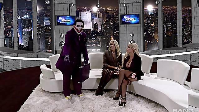 Wild sex party with busty blonde pornstar Kagney Linn Karter