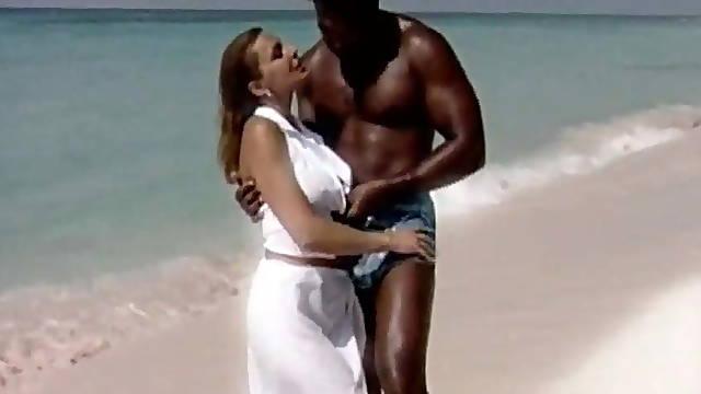 Interracial fuck on the beach