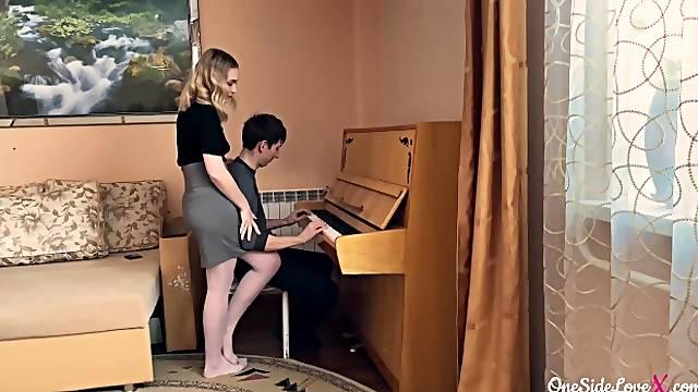 The piano teacher seduced the student
