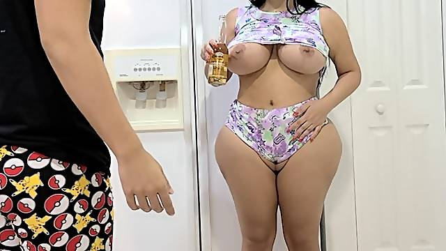 Fuck huge ass stepmom in the kitchen