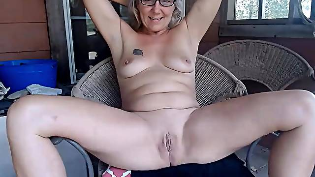 Tell Farm girl what you like and she will strip and fucks a tight pussy