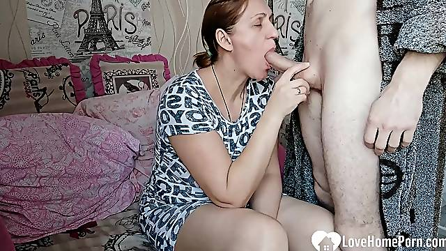 Hot girlfriend sucks and fucks on camera