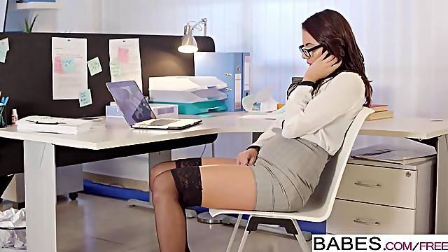 Brunette babe masturbates in office before fuck