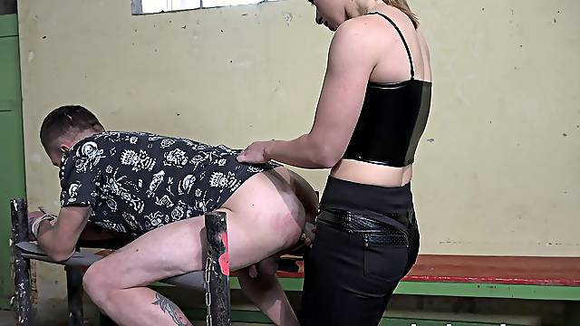 Naughty slut Lilit Sweet tied up her lover to fuck his ass