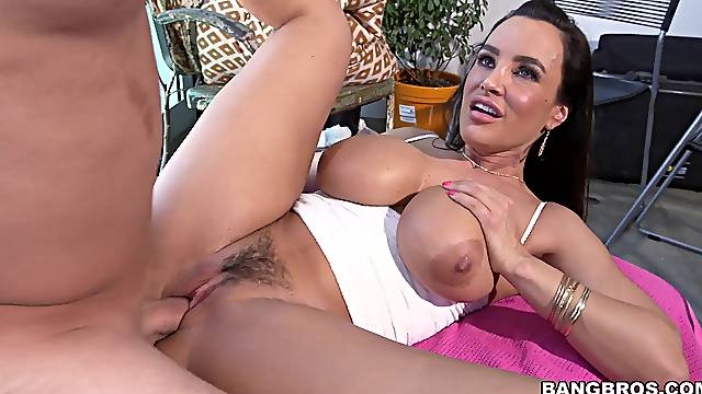 Trimmed pussy MILF Lisa Ann takes a fat dick in her tight ass