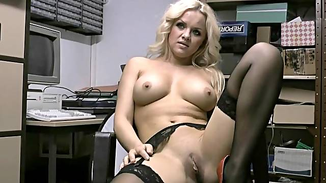 Horny chick Frankie Babe loves pleasing herself with sex toys
