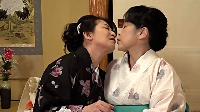 Chubby Japanese matures drop their clothes to have lesbian sex