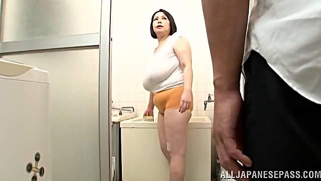 Chubby mature Misuzu Tomizawa knows how to pleasure a stiff rod