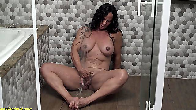 Big clit brazilian muscle mature masturbating