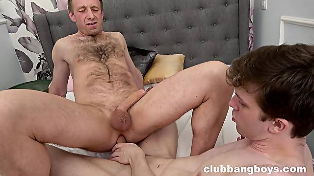 Gay dude gets his ass fucked by a large dick older gentleman