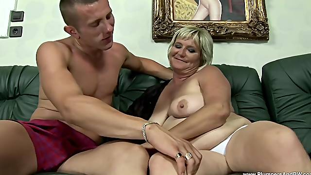 Chubby cougar Zsuzsanna gets talked into riding a stiff cock