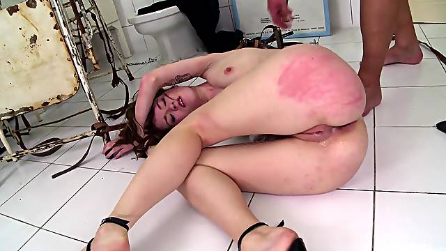 Fully obedient babe ass fucked in merciless fetish XXX