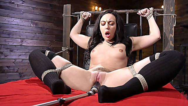 Solo girl in crazy fuck machine tryout