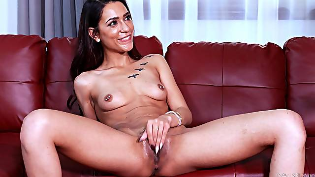 Mesmerizing couch fucking scenes for the skinny amateur