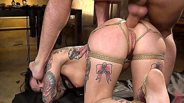 The way she feels the cock in the ass makes her scream hard