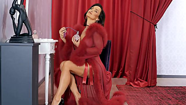 Stunning mature deals a fat bbc in glorious scenes