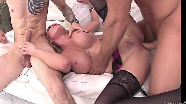 Voluptuous woman gets double fucked and made to swallow